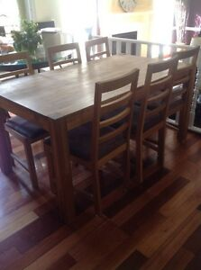 Table with 2 leaves and 6 chairs for sale