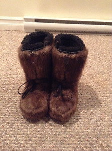 ** REDUCED ** Women's Fur Boots - Size 7