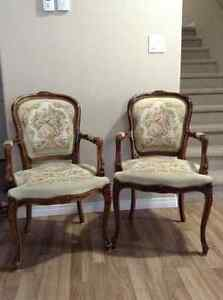Vintage chairs super cute !!