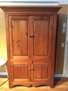 Meuble armoire en bois