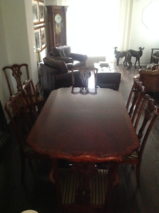 DINING ROOM SET WITH DISPLAY CABINET