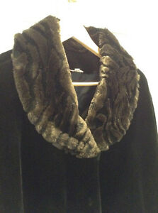 """ELEGANT FAUX FUR COAT 3/4 LENGTH LIKE NEW! SIZE XL FROM """"CLEO"""" West Island Greater Montréal image 3"""