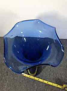 Blue glass vase - 11.5 inch tall Cambridge Kitchener Area image 3
