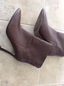 Women  leather shoes  London Ontario image 2