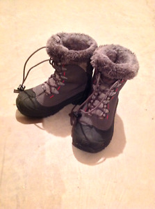 Girls Columbia boots size 2