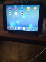 iPad mini 16GB with LTE, excellent condition. 2 years old.
