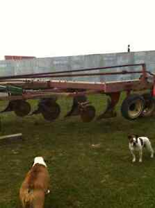 White 548 - 4 furrow plow Stratford Kitchener Area image 1