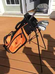 Junior left handed golf set including bag