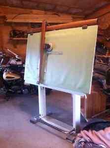 Drawing board/drafting table