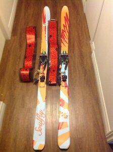 Skis de télémark avec peaux d'ascension