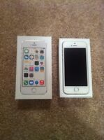 Like NEW iPhone 5S 16GB - White & Silver (Rogers)