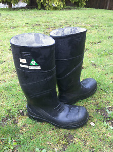 Steel toe boots / Safety shoes / Rubber boots
