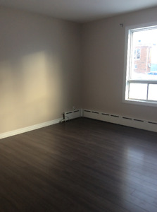 2 Bed, 1 Bath upstairs apartment close to downtown