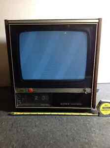 Vintage 1970 Sony Digimatic Solid State tv - model TVC-111U