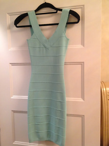 GUESS Robes Dresses X-SMALL