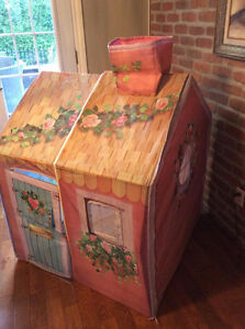 VERY BEAUTIFUL PLAYHOUSE IN EXCELLENT CONDITION