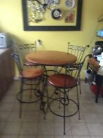 REDUCED!!!! Pub style table & 4 stools