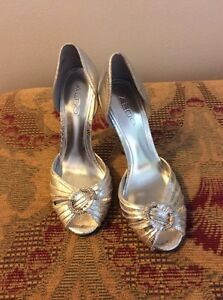 Size 5.5 silver pump