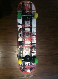 Skate empire ; board empire, trucks krux, roue spitfire