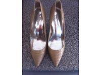 Women's Karen Millen heels size 8