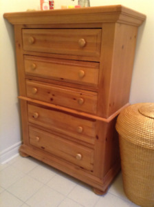 Broyhill FONTANA 5-drawer DRESSER in Solid Pine