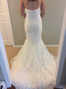 Never used lace wedding dress