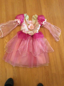 ROBE DE BARBIE ,FILLETTE 5-6 ANS, DĖGUISEMENT HALLOWEEN