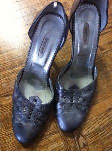 Women's shoes size 6 and 8 at $3 only
