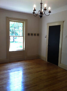 Charming 1-Bdm!Perfect downtown location! Heat/Lights & Parking