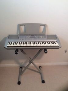 Yamaha PSR-292 keyboard with stand and sustain pedal