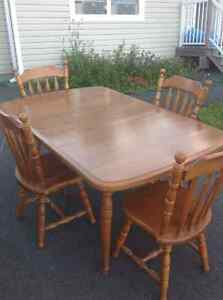 Dining Room Table 2 expandable extra & 4 chairs