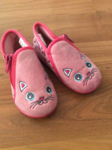 Size 7 toddler slippers