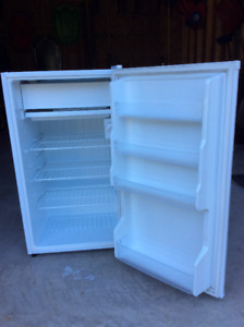 4.3 cubic foot Sanyo mini fridge with freezer door