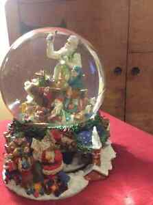 Christmas Glass Waterglobe Music Box Belleville Belleville Area image 2