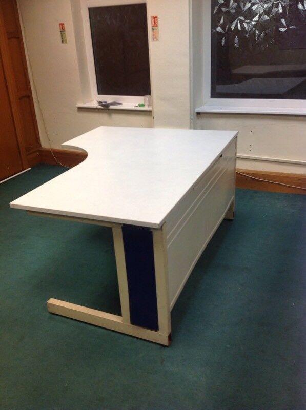 4 OFFICE DESKS, WHITE/GREY