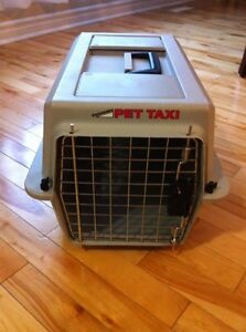 Small Petmate taxi/carrier
