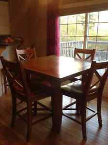 Beautiful Shaker Style Pub Height Extending Table and 6 Chairs