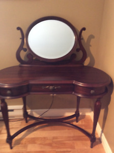 Bombay Prima Vanity/Makeup Table with mirror.