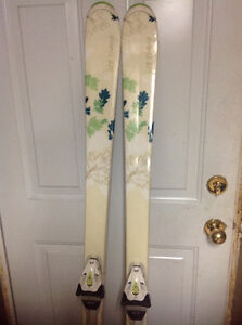 Ladies HEAD 163 downhill skis