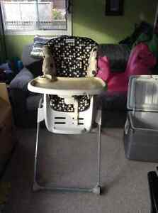 The first years family time high chair H220