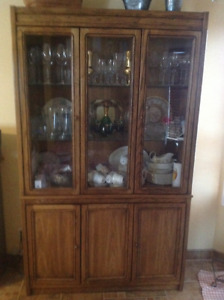 Solid Oak dining room table and Hutch