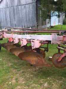 White 548 - 4 furrow plow Stratford Kitchener Area image 3