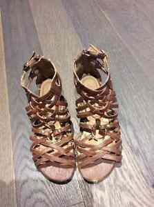 CUTE BROWN GLADIATOR SANDALS SIZE 5.5