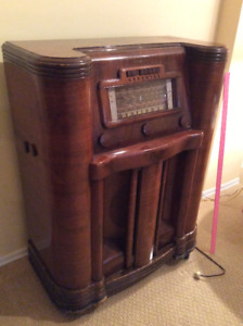 Antique Radio Circa 1940