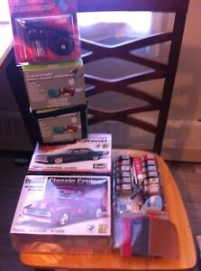 Models cars and paint set .