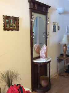 Meuble en bois , marbre et miroir pour entrée