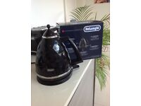 DeLonghi brillante black cordless kettle