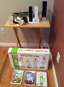 Wii avec Wii fit et 2 manettes - Comme neuf