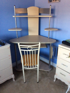 Corner computer  desk and chair