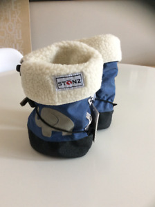 Stonz Booties Blue Elephants, size Medium with Liners